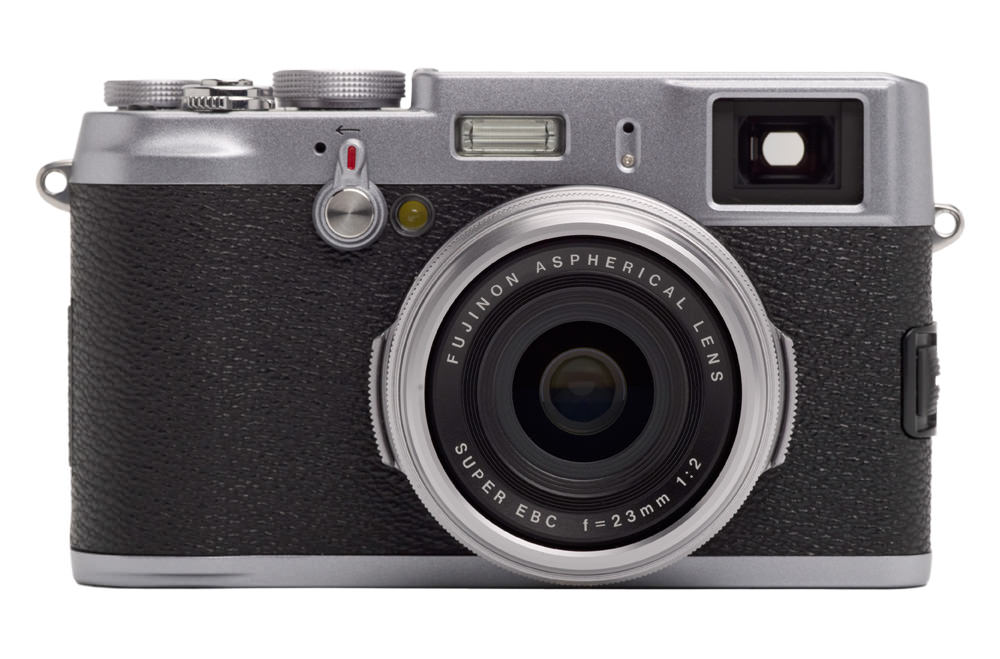 Lumiprod, packshot de l'appareil photo X100 de Fujifilm. Vue de Face