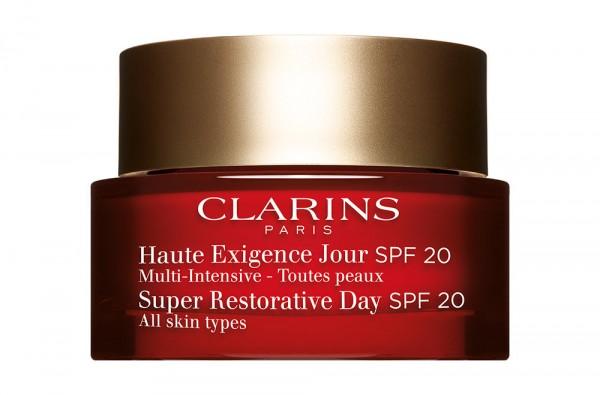 Packshot d'un soin cosmétique anti-âge de Clarins.
