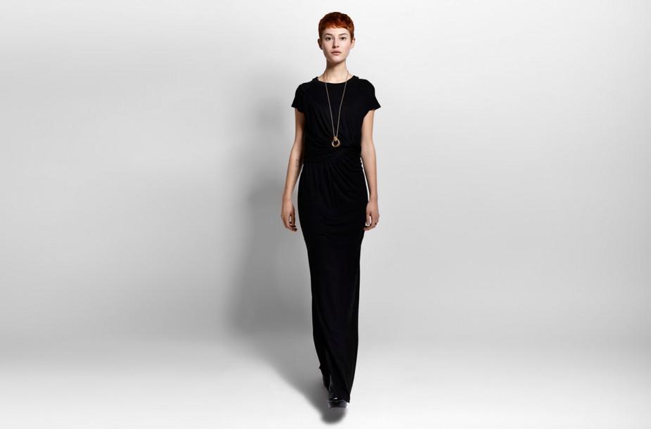 Photographie en studio d'une robe longue Eleven Paris portée sur mannequin.