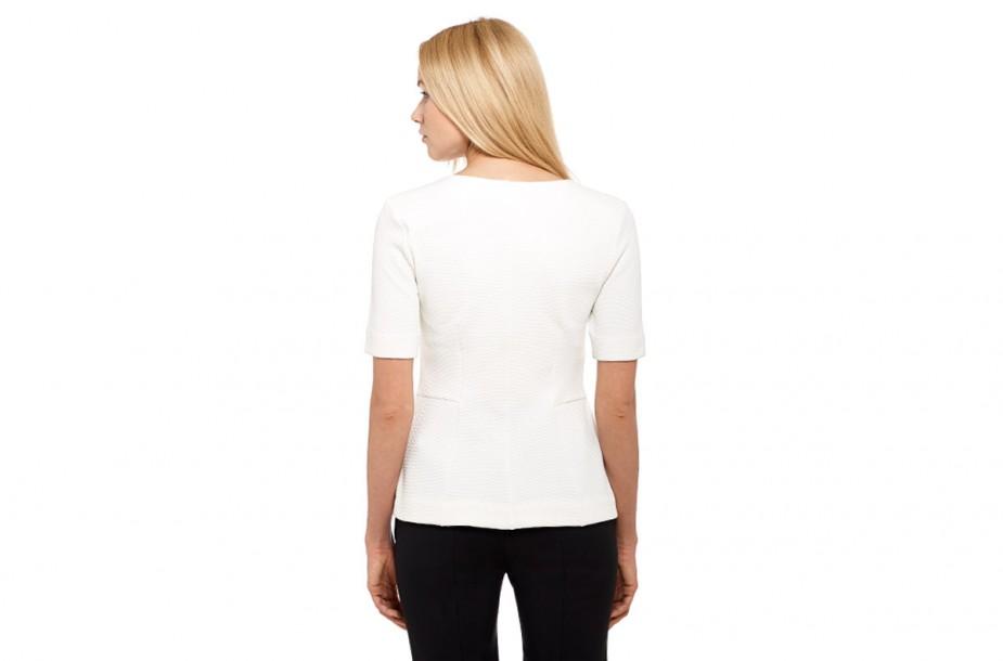 Shooting de vêtements pour le e-commerce. Vue de dos du mannequin. Pose droite.