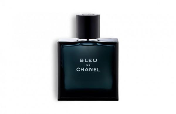 Photographie packshot du flacon de parfum Bleu de Chanel.