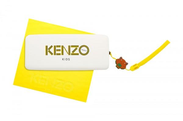 Photographie packshot en studio d'un étui à lunettes et d'une chiffonnette jaune vif. Collection optique pour enfant Kenzo Kids.Collection optique pour enfant Kenzo Kid