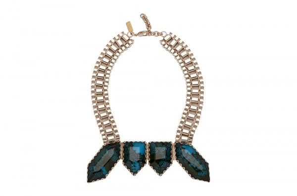 Lumiprod, photographie packshot en studio de bijoux et colliers.