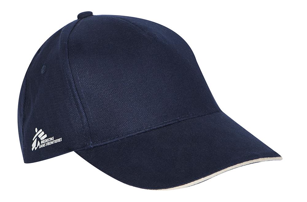Photographie packshot en studio d'une casquette.