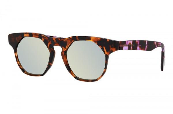 Photographie packshot en studio d'une monture de lunettes de soleil de luxe.