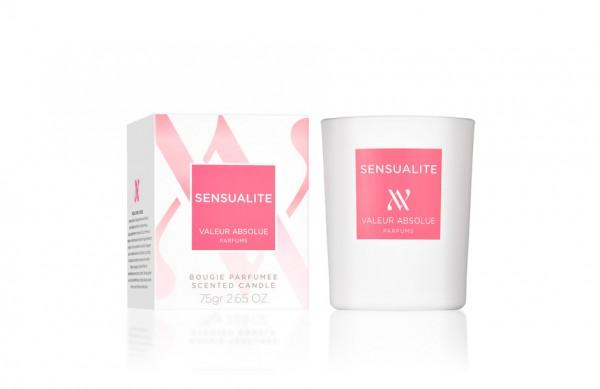 Photographie packshot en studio d'une bougie parfumée et de son étui.