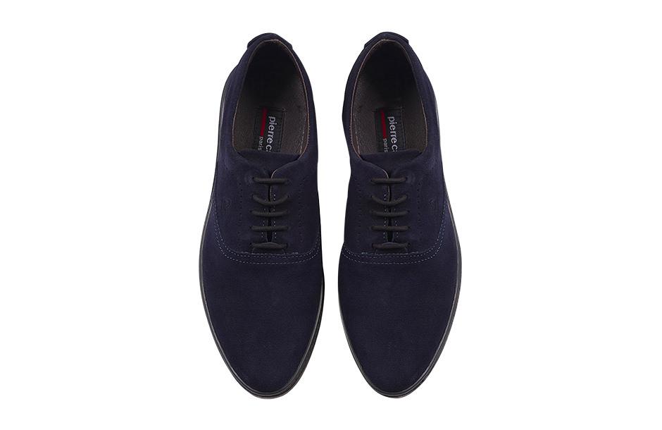 Photographie packshot en studio d'une paire de chaussures.