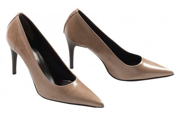 Photographie packshot d'une paire de chaussures escarpins Elysabeth Stuart.