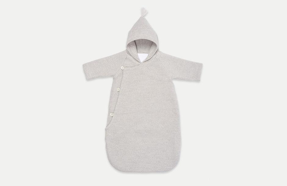 Photographie de vêtements à plat pour bébé. Nid d'ange Molli.