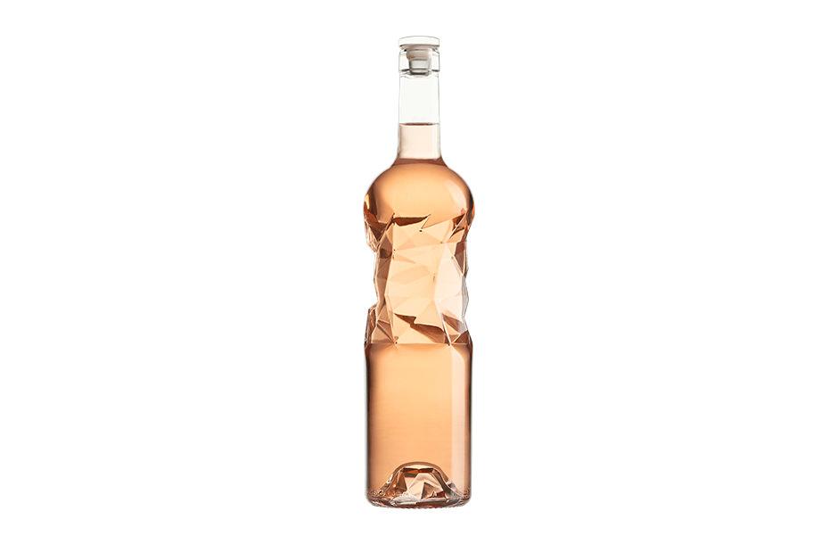 Photographe packshot d'une bouteille design Sérac par Leslie Dabin.