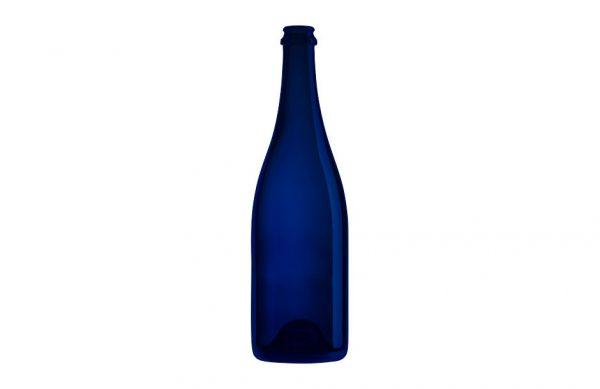 Photographie en studio d'une bouteille en verre bleue.