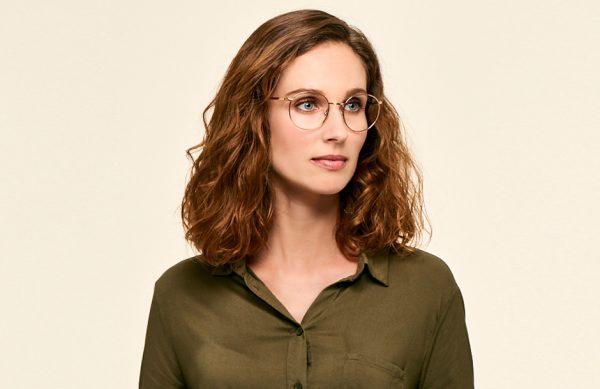 Photographie de lunettes portées sur mannequin.