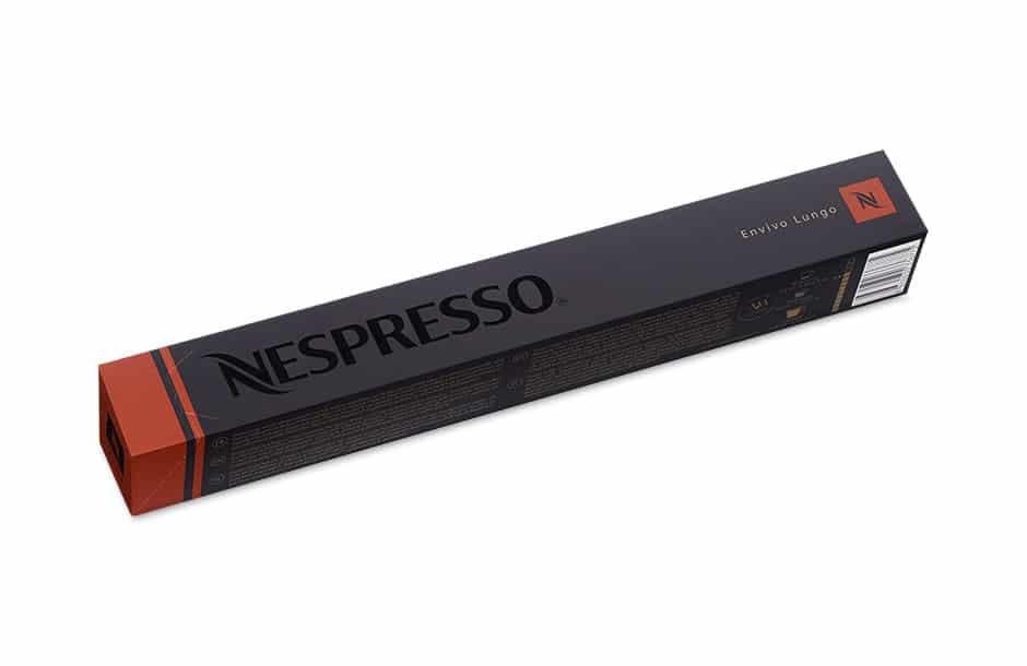 Photographie packshot en studio d'un étui d'emballage de capsules Nespresso.