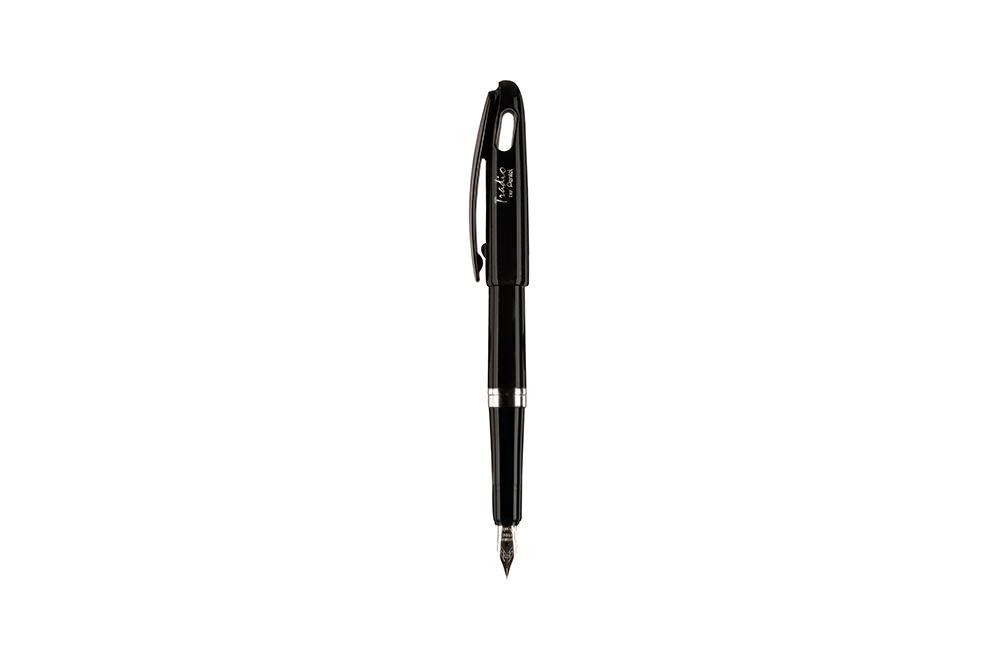Photographie packshot en studio d'un stylo plume Pentel.